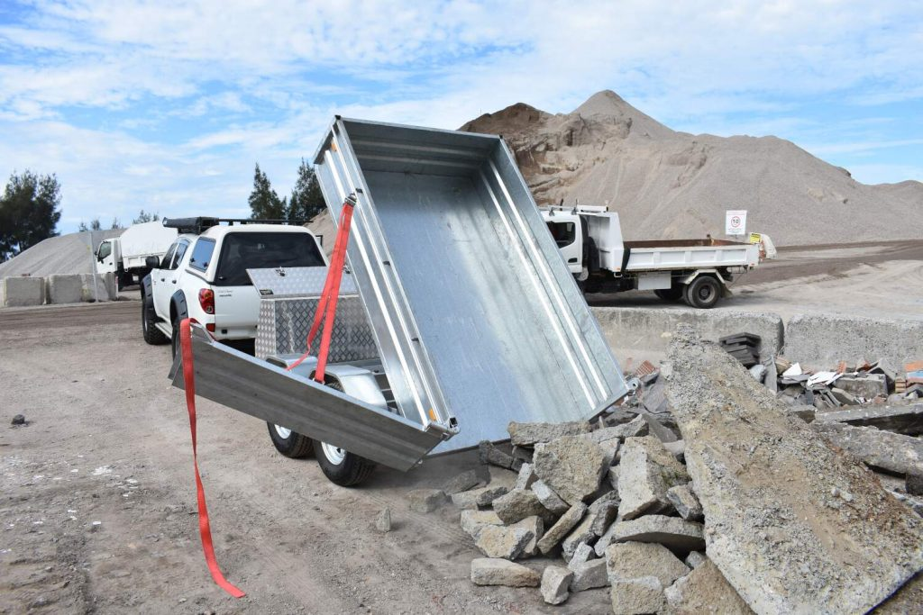 Felk Tipping trailer performing earth moving at approximately 75 degree tilt